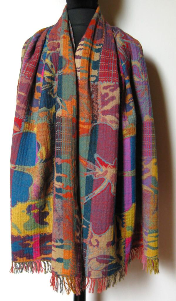 Uldtørklæde, uldsjal i kogt uld.