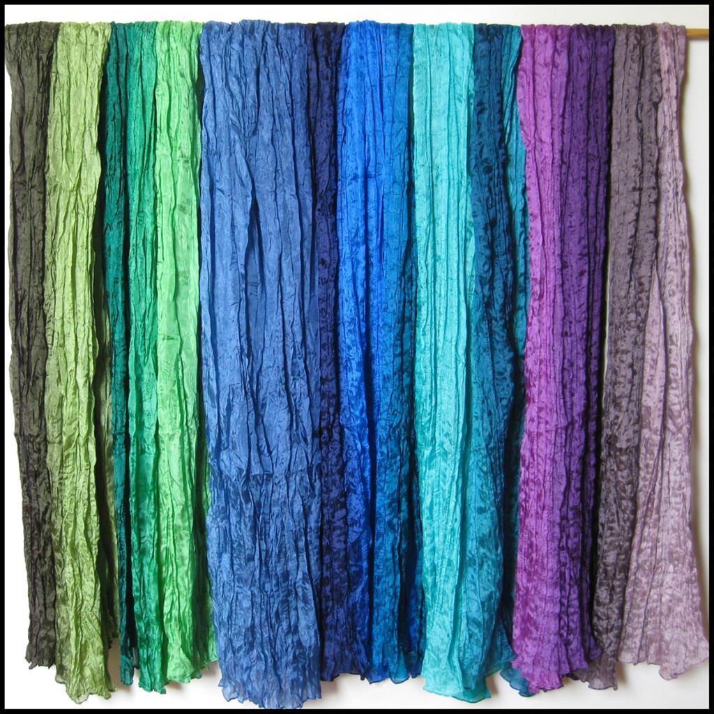 Silketørklæder. Samarkand har stort udvalg af silketørklæder i mange farver.