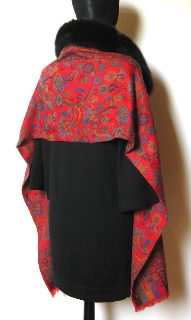 Uld tørklæde i cashmere og uld. Kan bindes som pelshue, pelshætte eller som sjal med pelskrave.