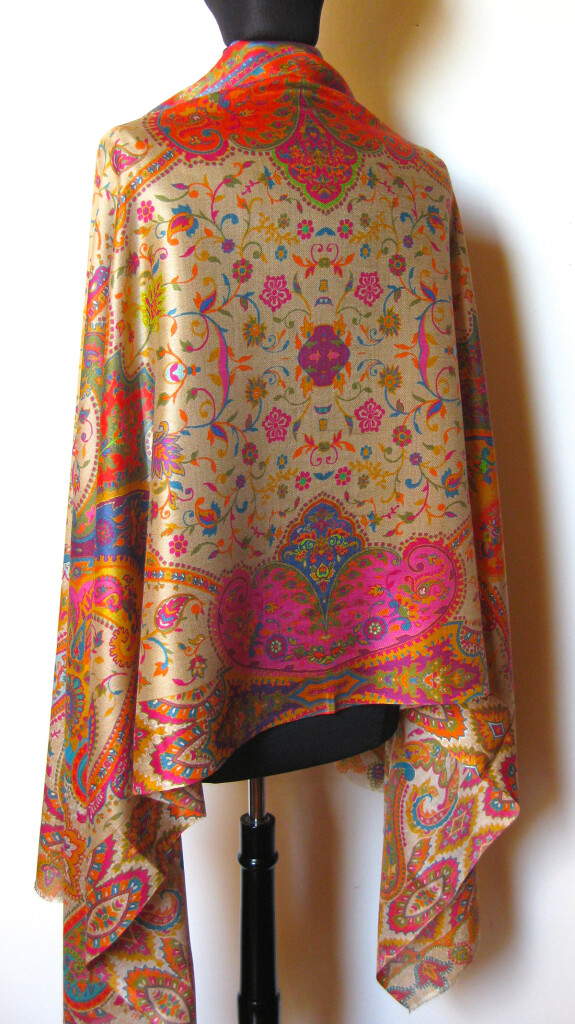 Silketørklæde med Paisley mønster.Samarkand har stort udvalg af silketørklæder mm.