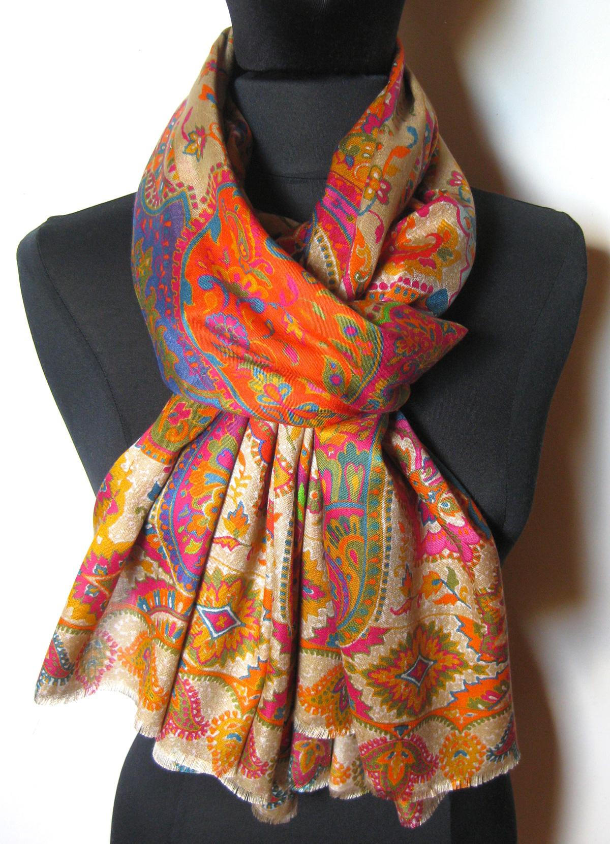43e6f3ca Silketørklæde med Paisley mønster.Samarkand har stort udvalg af  silketørklæder mm.