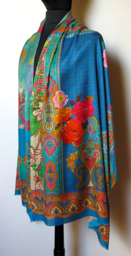 Silketørklæde med blomster, stort udvalg hos Samarkand, silketørklæder , silke sjaler, tørklæder