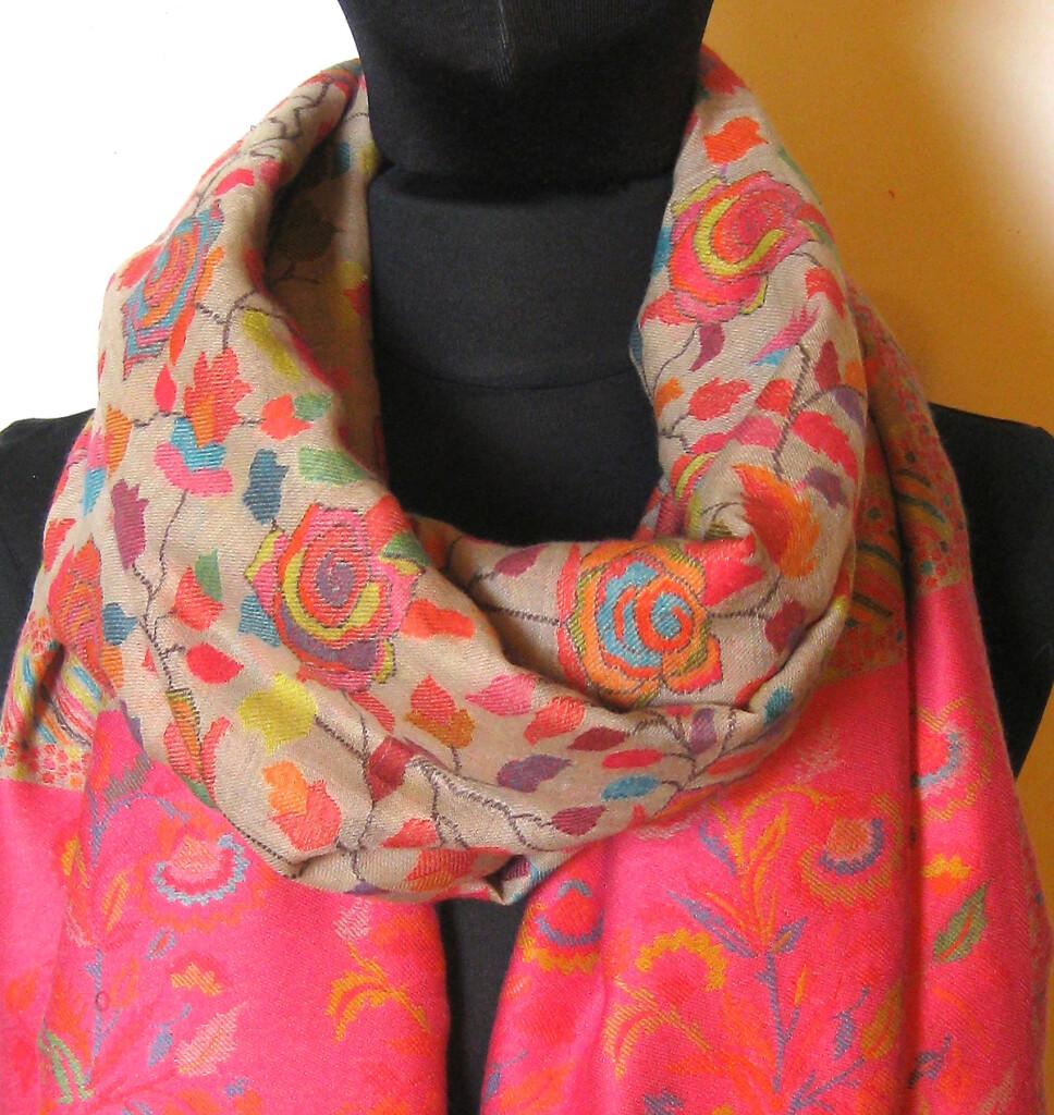 Stort Cashmere_Uld Sjal cm 105 x 208 . Samarkand har et stort udvalg af uld / cashmere sjaler