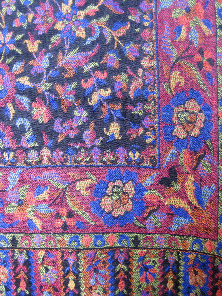 Uld _Cashmere tørklæde, sjal. Samarkand har et stort udvalg af uld tørklæder og sjaler.Uld _Cashmere tørklæde, sjal. Samarkand har et stort udvalg af uld tørklæder og sjaler.