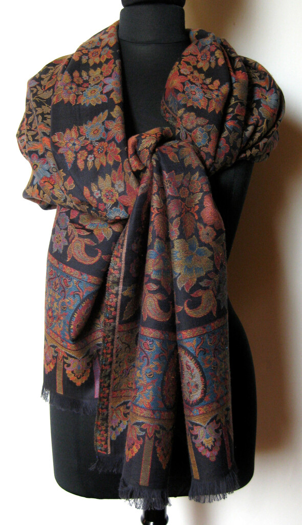 Uld tørklæde, sjal. Samarkand har et stort udvalg af uld tørklæder og sjaler.