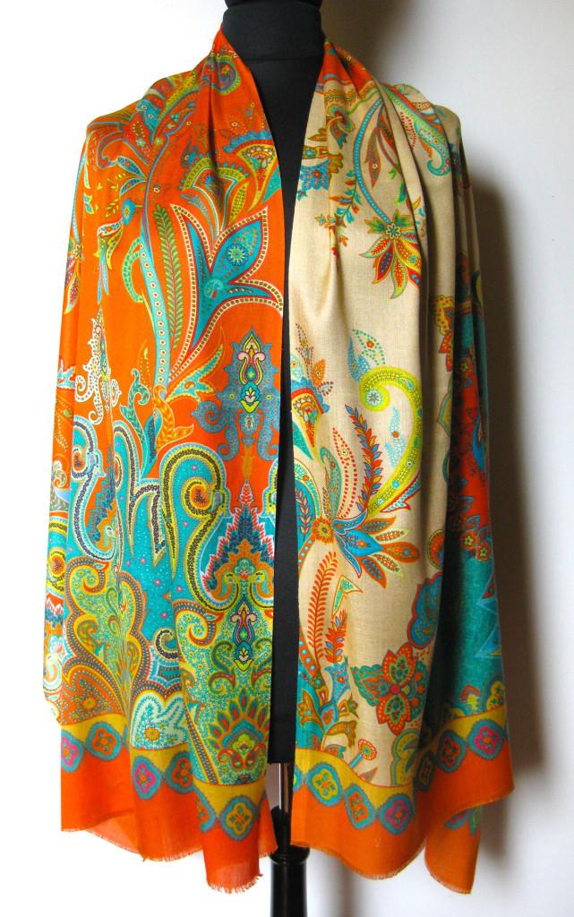 silketørklæde med paisley mønster, silketørklæde print, tørklæde silke farver