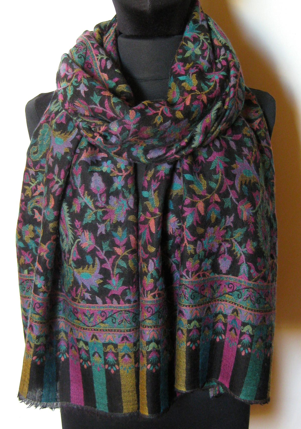 Cashmere-Pashmina tørklæde. Samarkand har et stort udvalg af uld / cashmere tørklæder og sjaler.