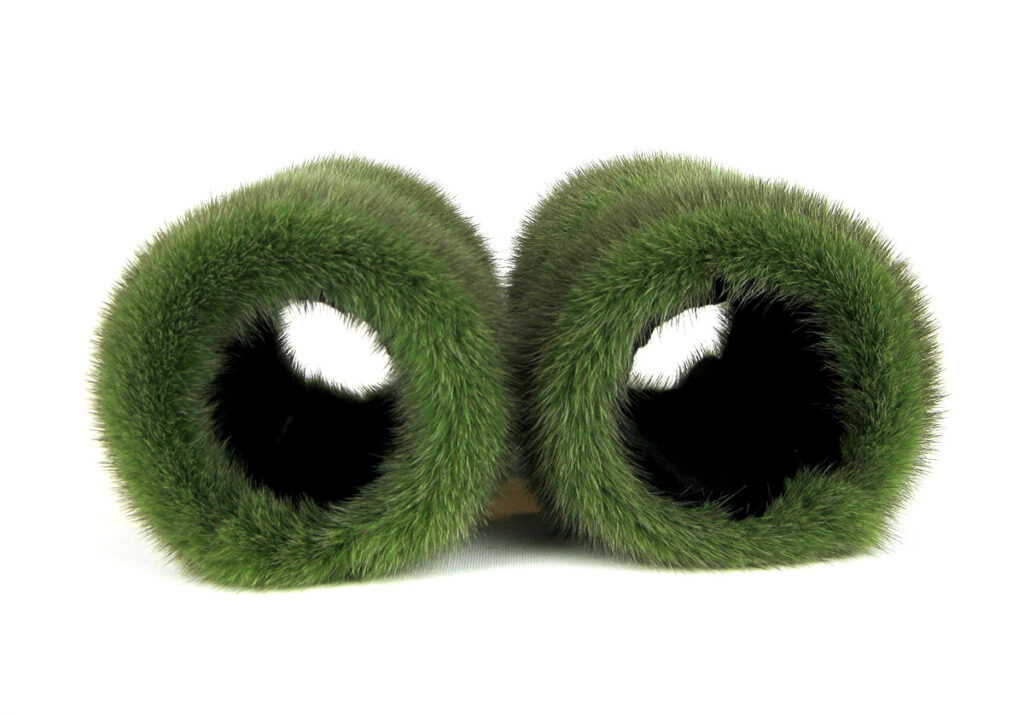 Muffedisse, håndledsvarmer med uld broderi og mink.