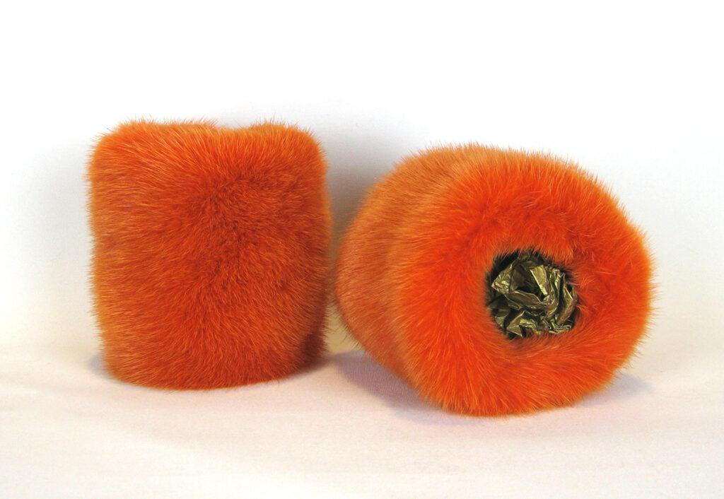 Muffedisser, håndledsvarmer, pulsvarmer i pels.